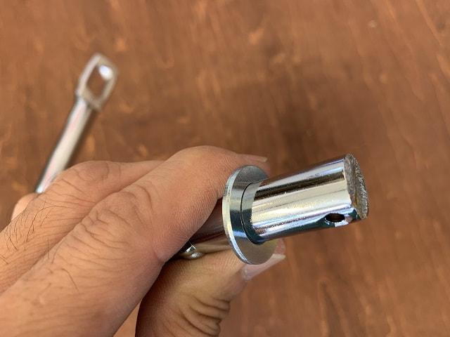 自転車補助輪取付法シャフトにワッシャーを通す