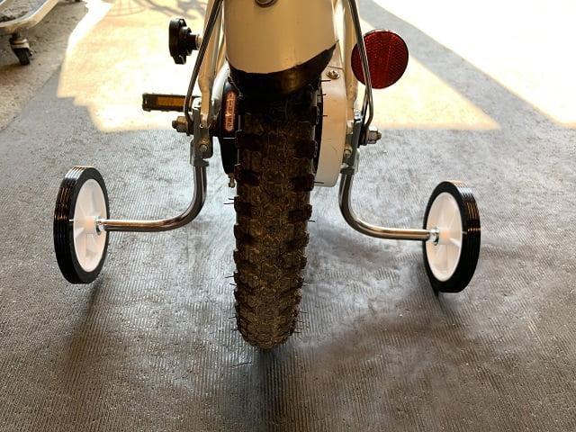 自転車補助輪を取付する時は少し浮かせて固定する