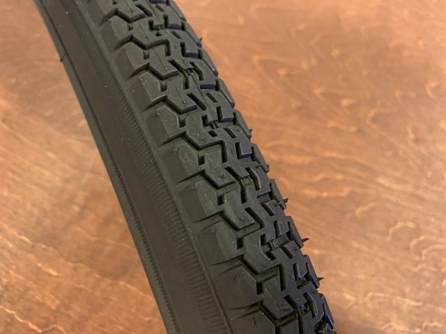 国産パナレーサーカスタムタフの肉厚タイヤトレッド部分