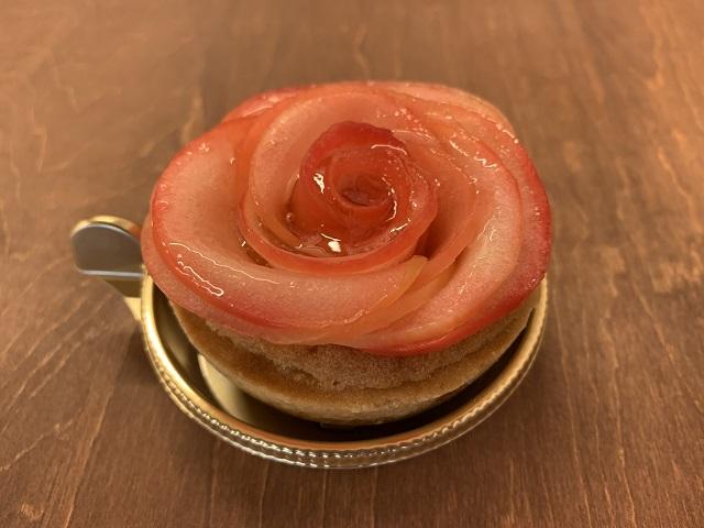 薔薇のように可愛いりんごタルト「アップル&ローゼスタルト」斜め上から