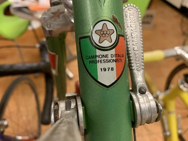 OLMOスチールフレームには1978年のステッカーが貼付されている