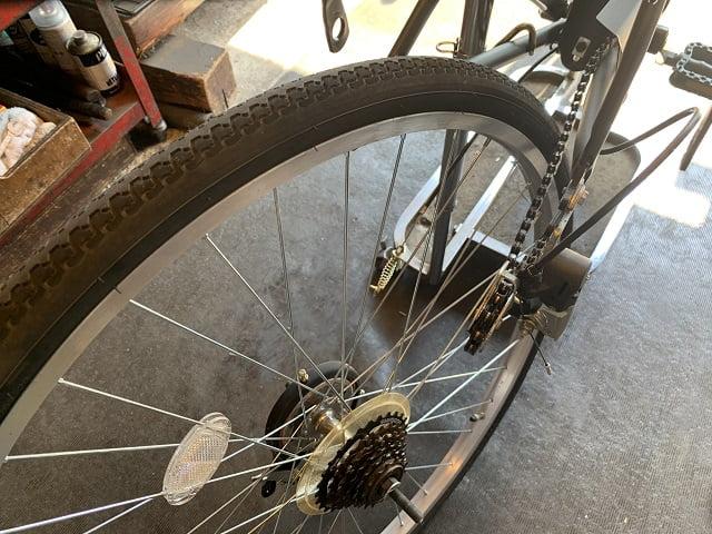 後ドラムブレーキ取外しのため車輪を外す