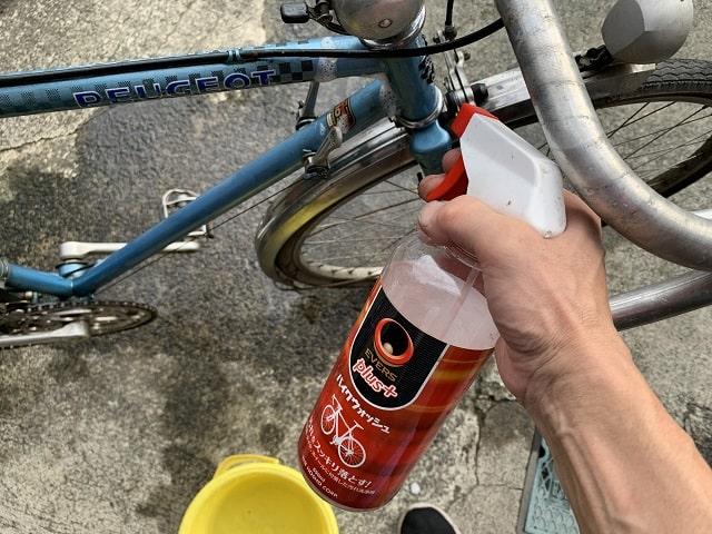 プジョー自転車をエバーズプラスのバイクウオッシュで洗浄