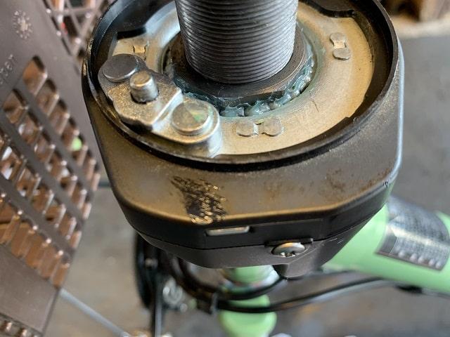 電動アシスト自転車スタぴたのベアリング受けをねじ込み