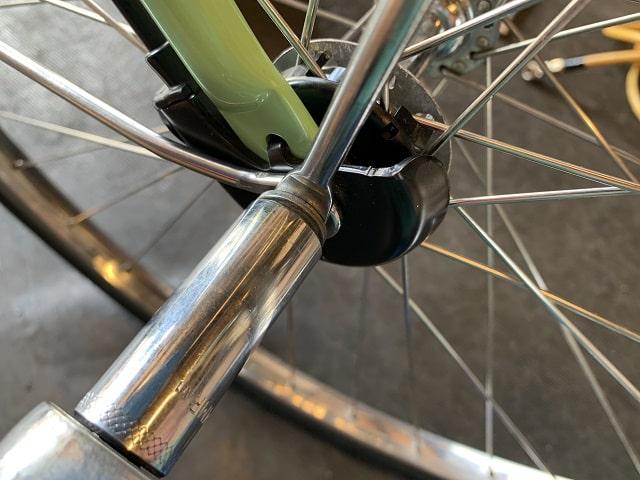 ビビDX電動アシスト自転車のハブナットを締め付ける