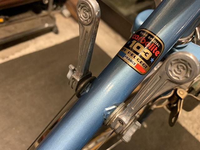 ヴィンテージプジョー自転車のCarbolite103素材のロゴもフレームも綺麗になる