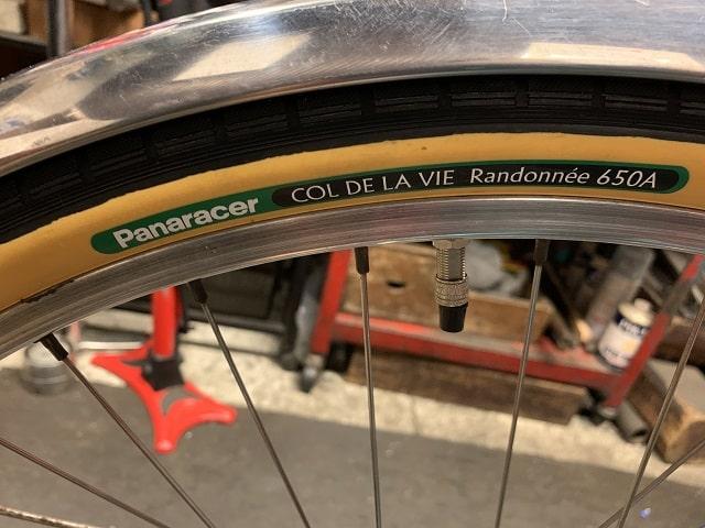 ヴィンテージプジョー自転車にパナレーサーランドナータイヤ「コルデヴィラ」650A×38
