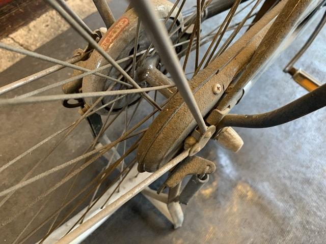 実用車ミヤタワーカーの後輪部の汚れとホコリまみれ