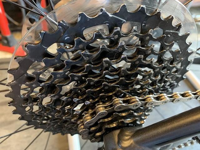 サイクルクリーニング後のきれいになったマウンテンバイクのスプロケット