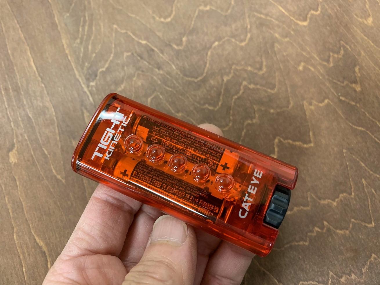ボディーに電池を入れらた元に戻してダイヤルを締める