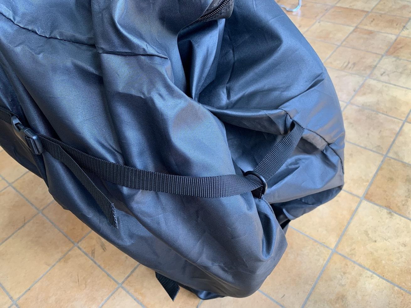 ちび輪バッグ輪行袋のサイド2か所をバックルで調整して固定する