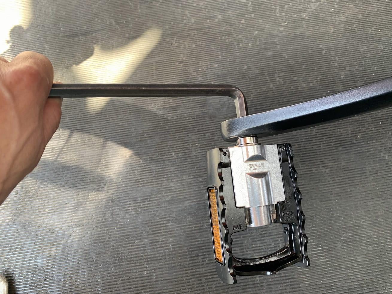 三ヶ島MKS FD-ペダルを六角レンチ工具で取り付ける