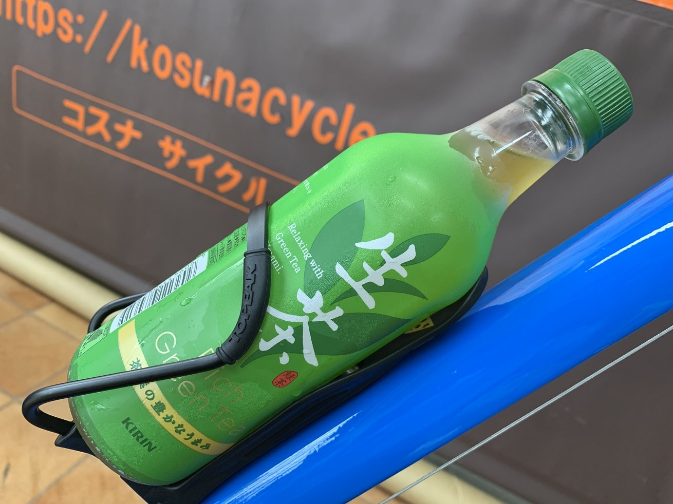 生茶ペットボトルとTOPEKモジュラーケージⅡ