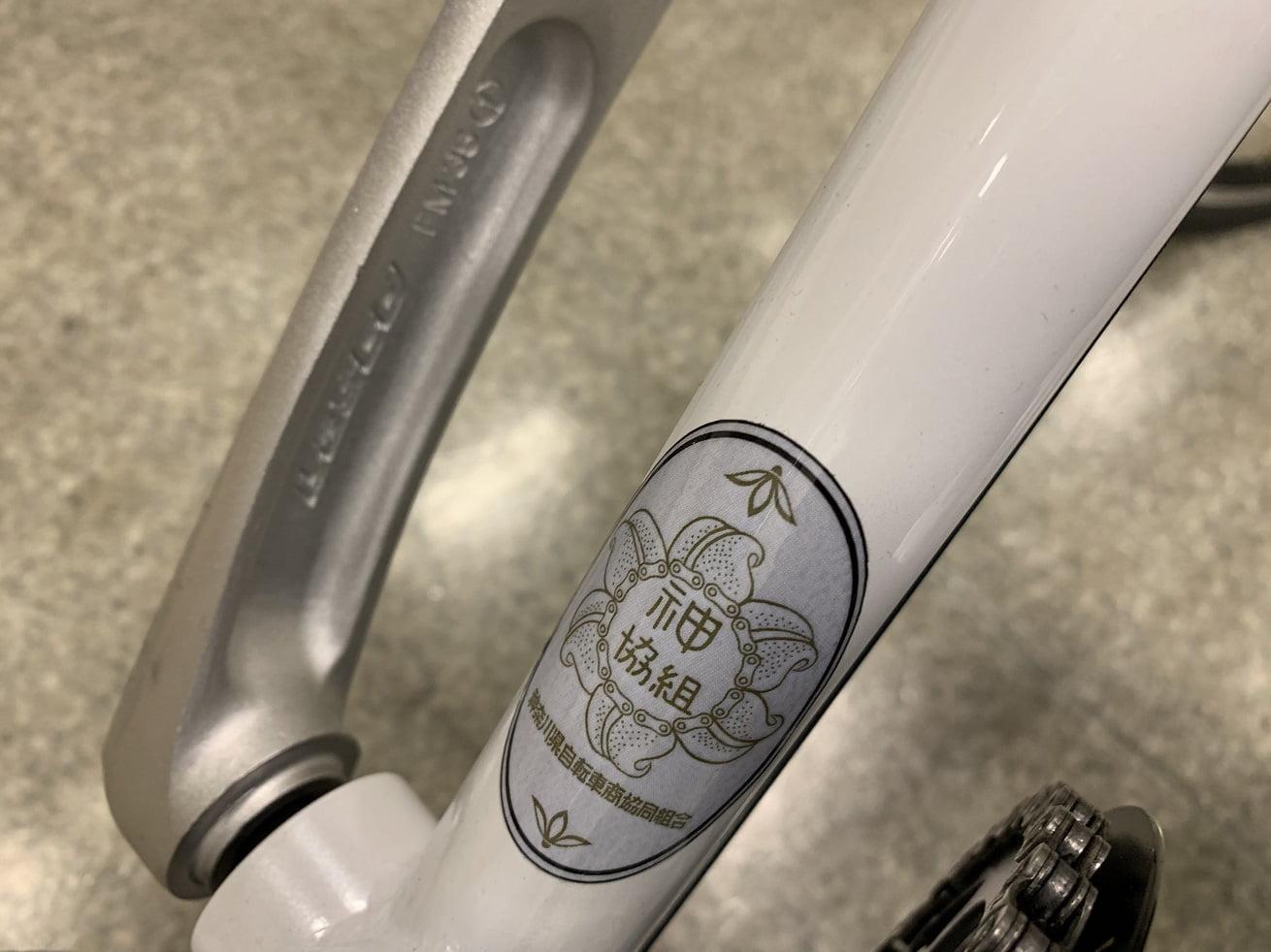 クロスバイク「かもめ自転車」の神奈川県自転車組合オリジナルのロゴ