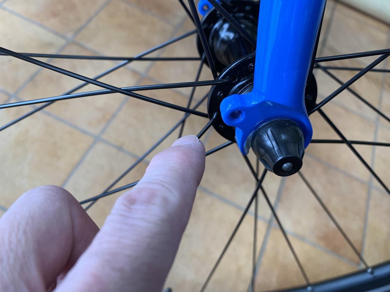 クロスバイクフェンダー取付時確認箇所「フロントフォークの取付ダボ」