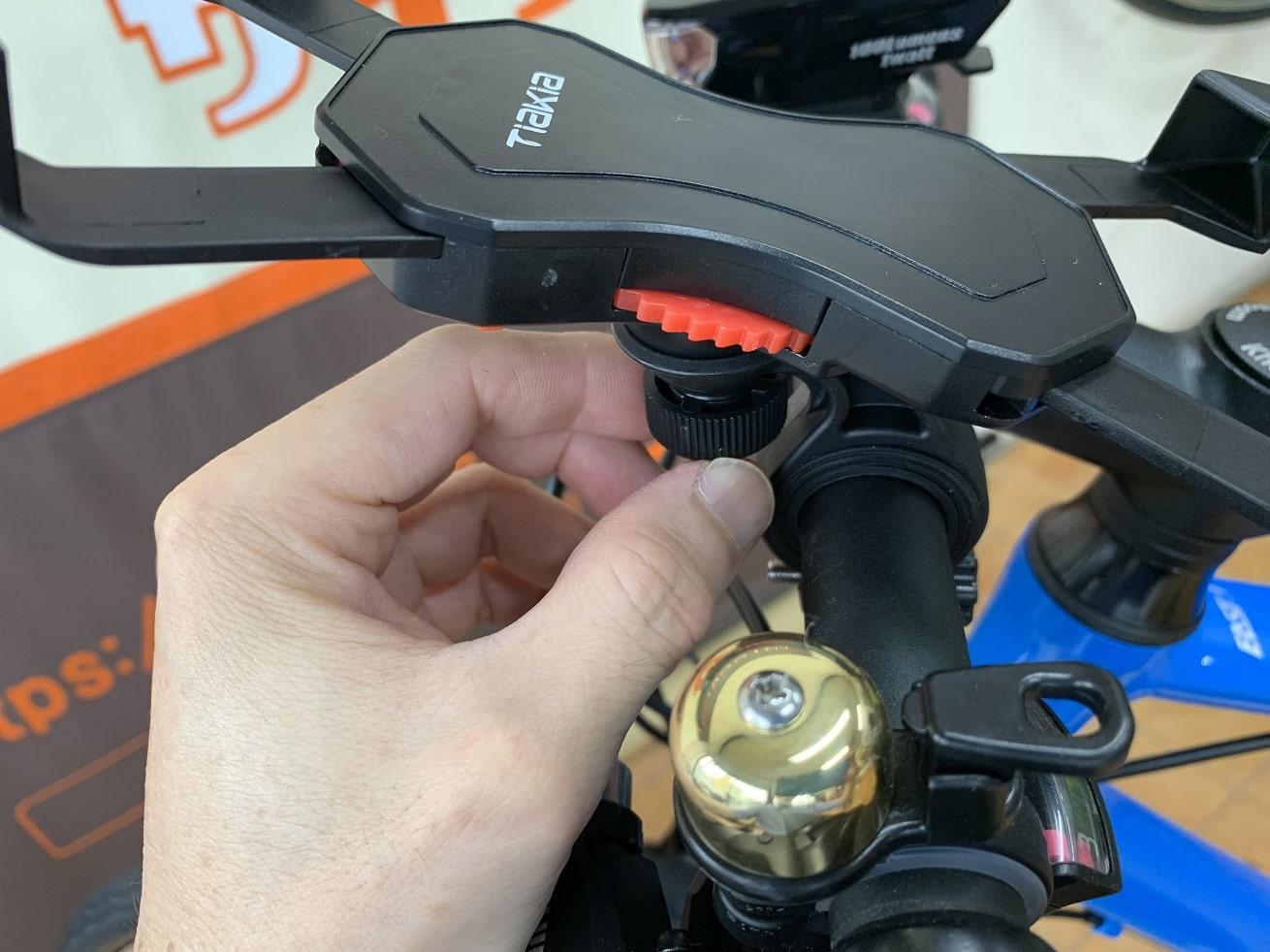 自転車スマホホルダー「Tiakia PR03-AC」本体ネジで固定する