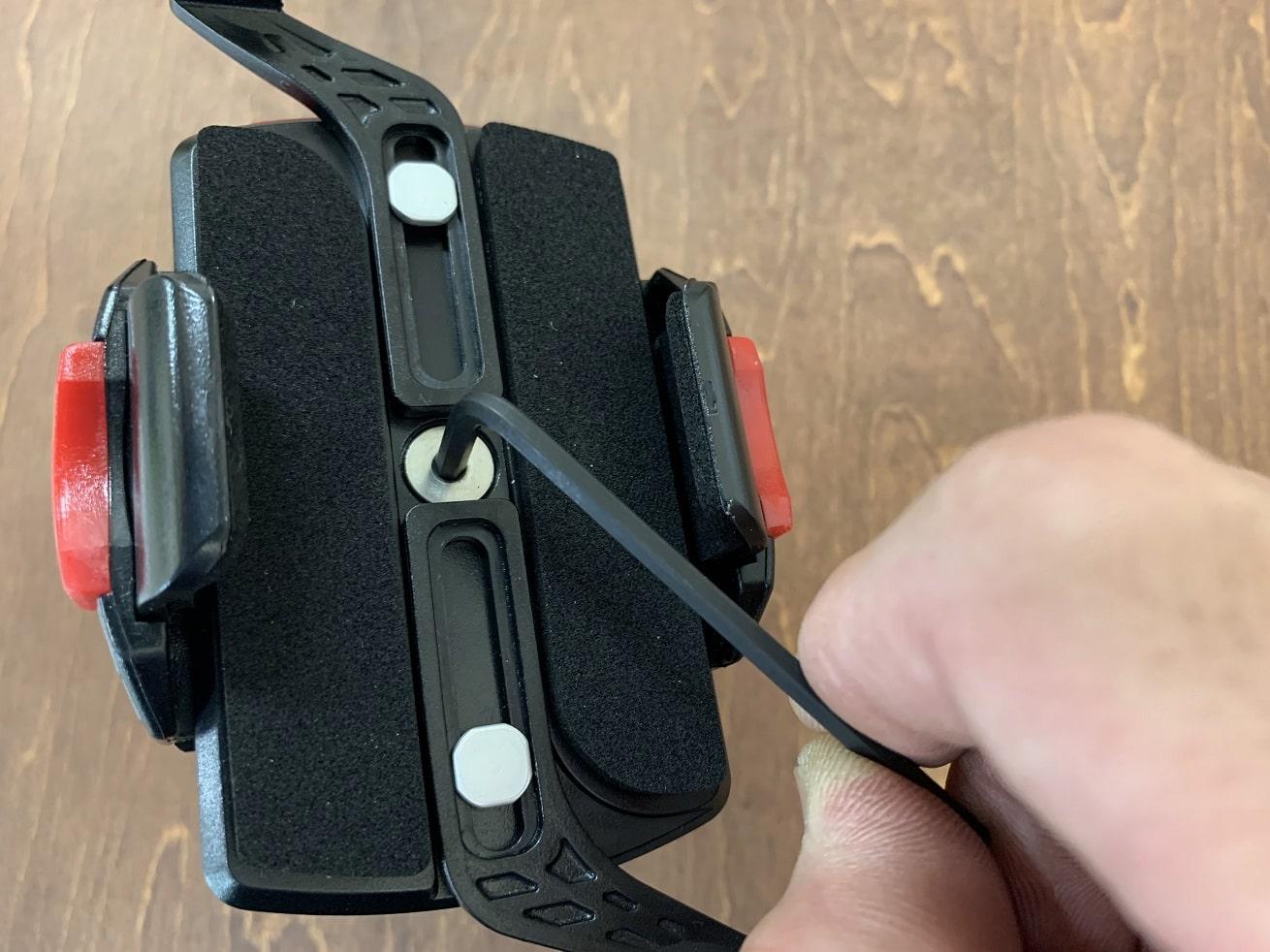 自転車スマホホルダー「ミノウラiH-520-STD」六角レンチ工具でクランプ部分を取り付ける