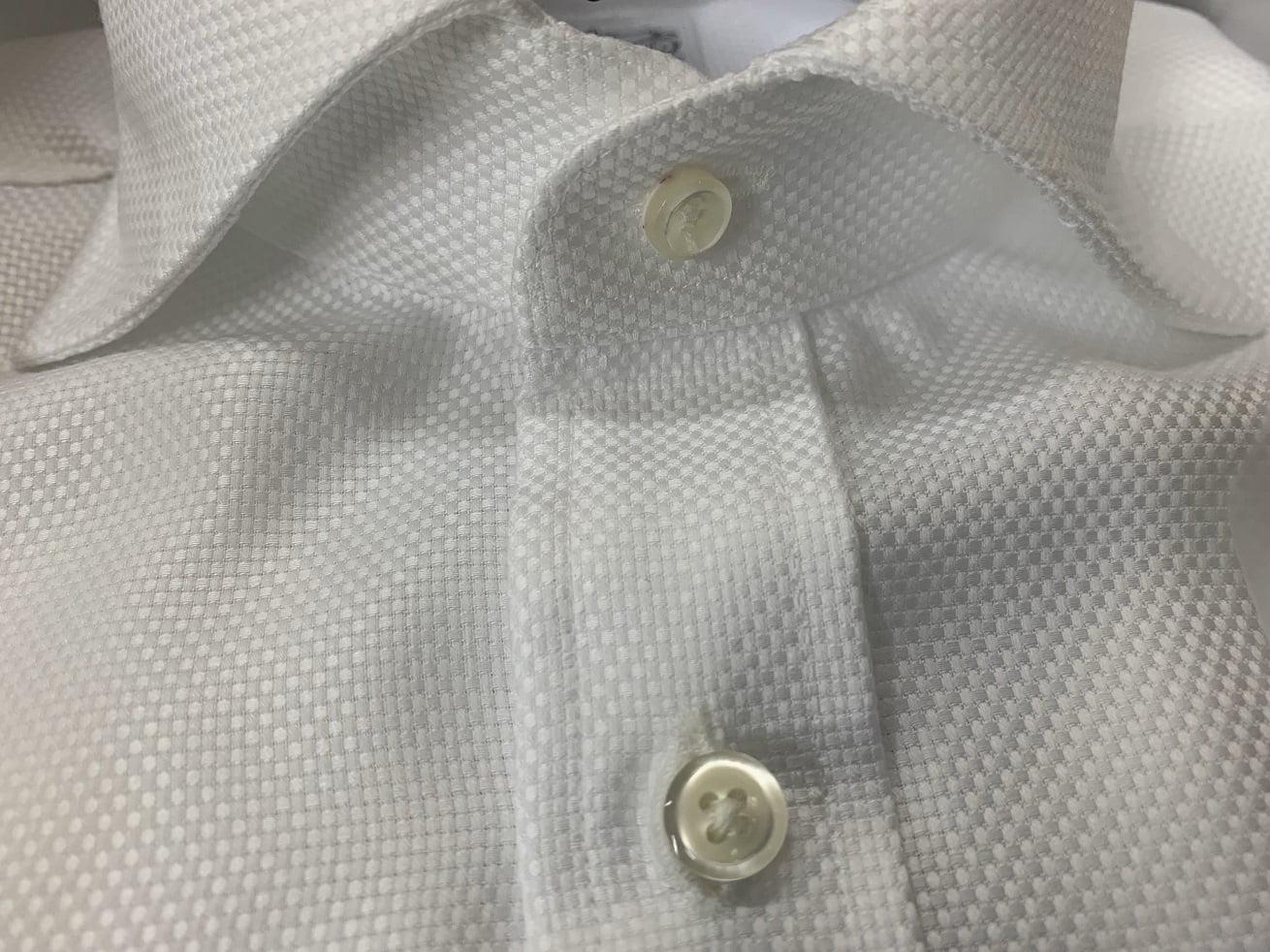プリンシプルオーダーシャツの衿はワイドカラーに