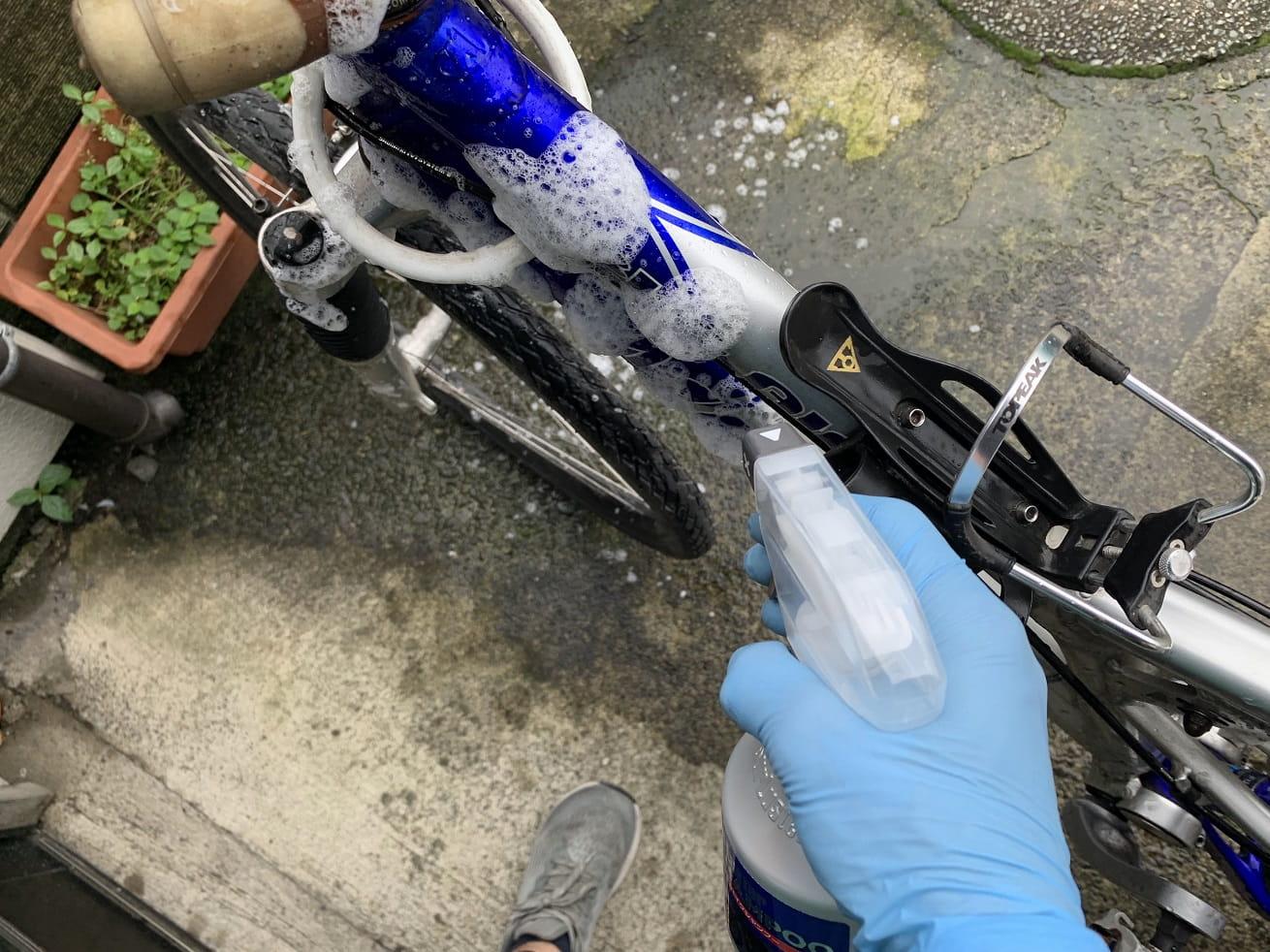 自転車洗車でシュアラスター「バイクシャンプー」噴射ノズル大で使用中