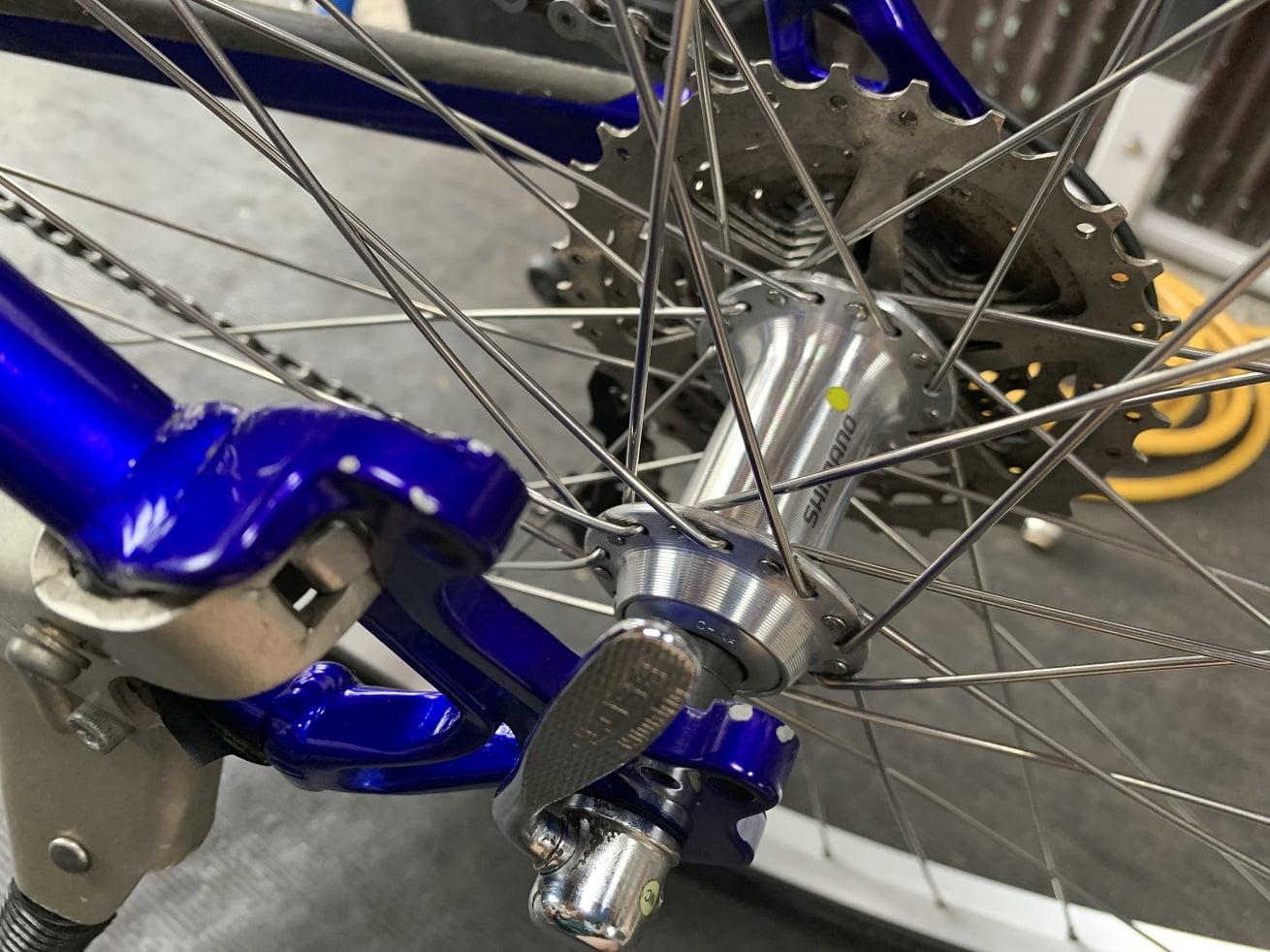自転車洗車後とシュアラスター「ゼロフィニッシュ」使用後のマウンテンバイク後輪