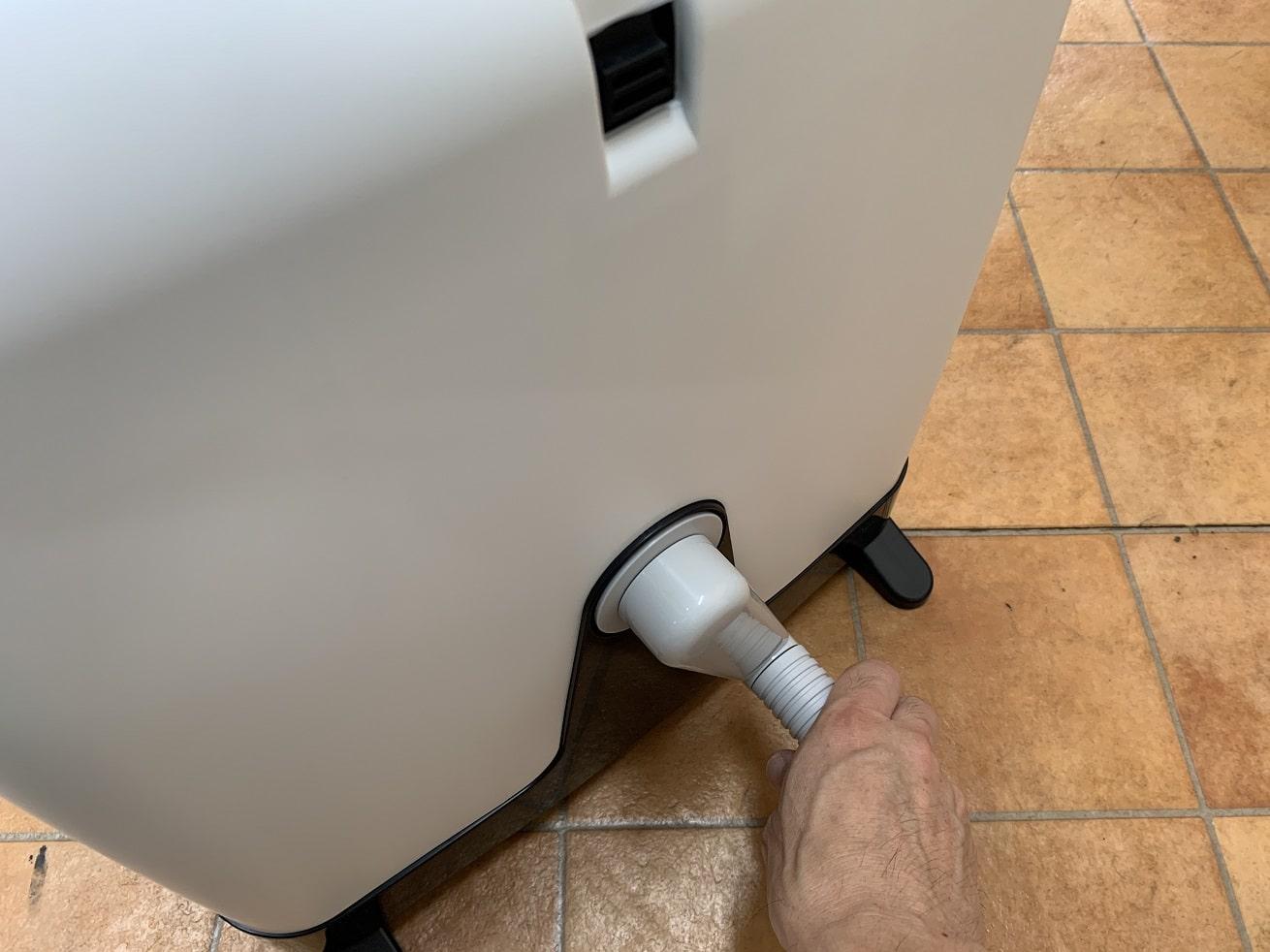 タカギ散水ホースリール「オーロラBOXYツイスター」コネクターを差し込む