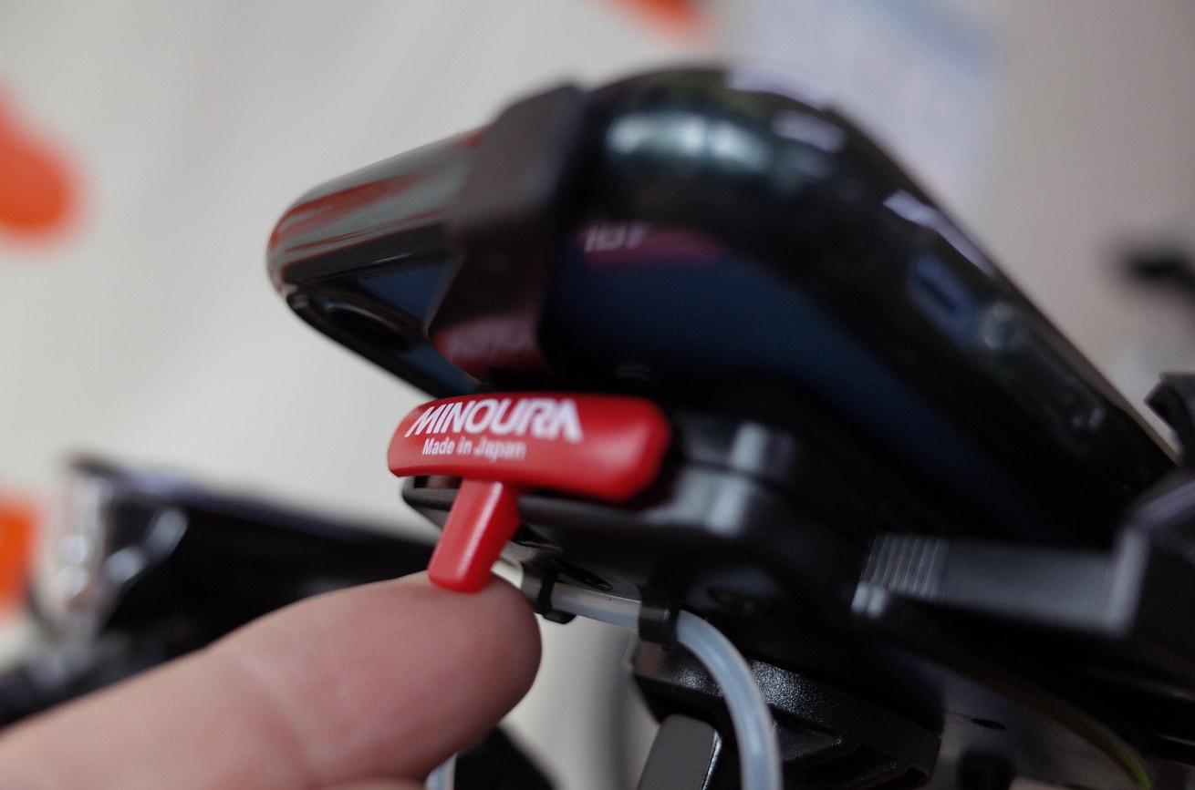 自転車スマホホルダー「ミノウラiH-520-STD」リリースボタン