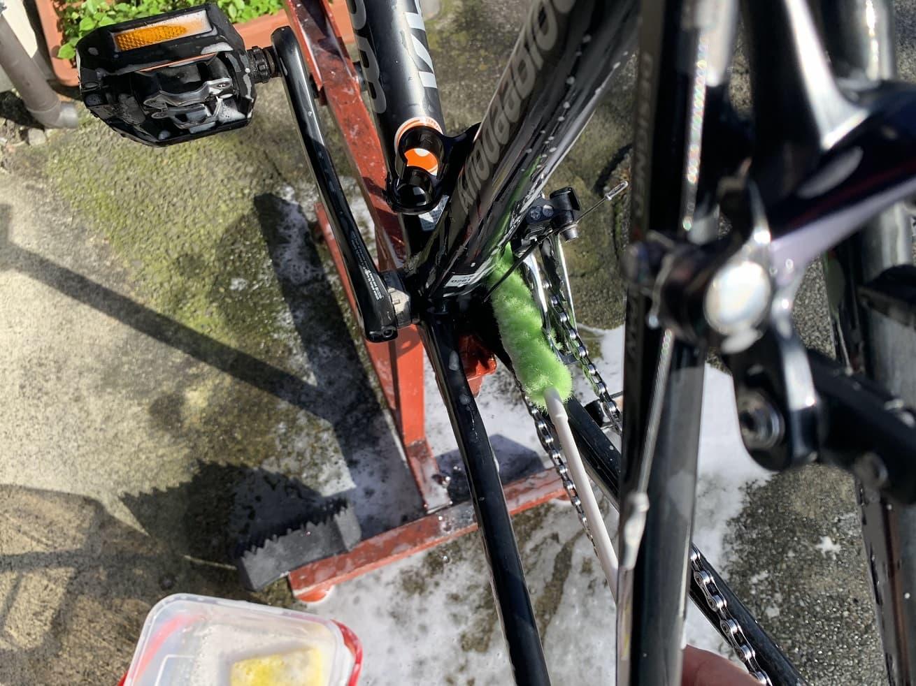 クランクの間はペットボトル洗いを入れ汚れを落とす