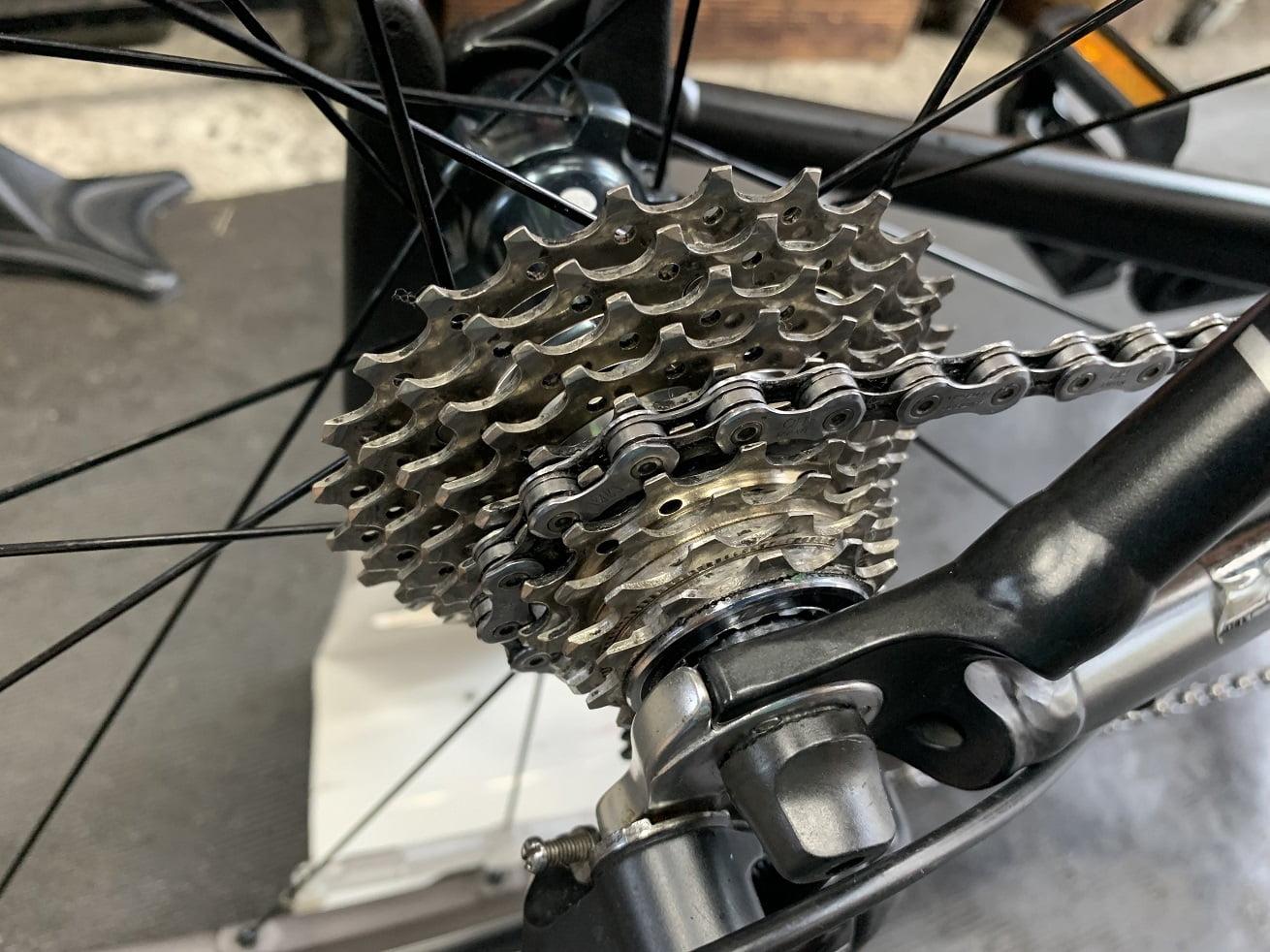 自転車洗車後のロードバイク用カセットスプロケット